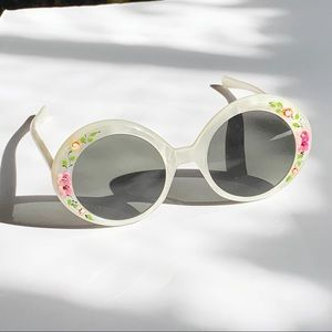 Vintage 60s Pearl White Floral Circle Sunglasses